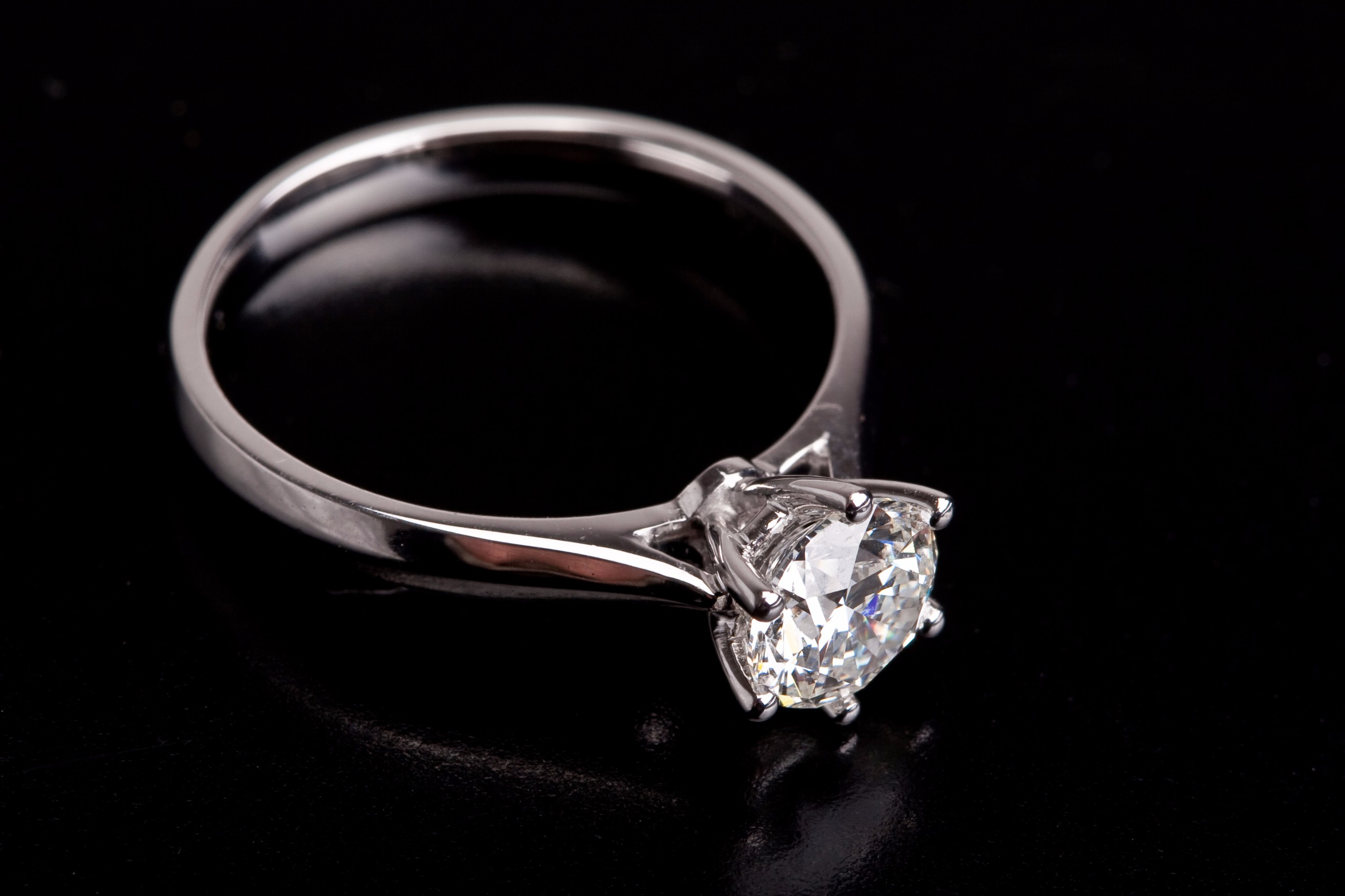 how to choose a diamond for engagement ring